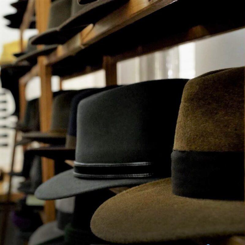 Klobuk za vsako priložnost: klobučarska delavnica Matjaža Reška, J.I.M. klobuki